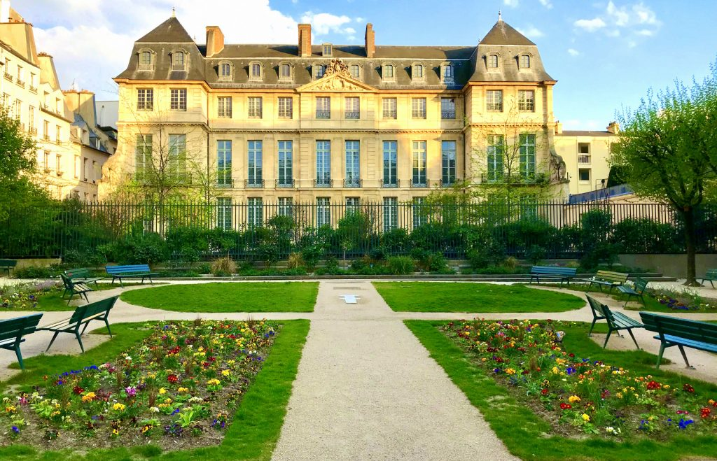 Adult French course in Paris
